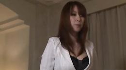 Busty mom, Araki Hitomi, enjoys toys in her vag