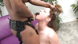 Jade Fire black babe let brunette babe suck dildo