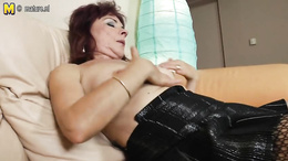 Mature and still so attractive brunette fingers her clit roughly