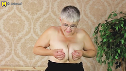 Short-haired granny with glasses exposes old pussy for the camera