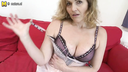 Sexy mature pussy is unbelievable with her masturbation on camera