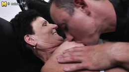 Granny leaves daughter's hubby to fuck her fat pussy hard
