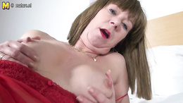Horny milf doing tries to satisfy herself by some good pussy fingering