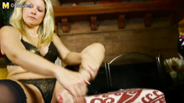 Blonde mature in a fishnet leggings spreads her phat ass from behind