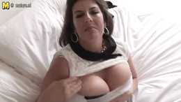 Home alone wife starts posing naked on cam in slutty manners