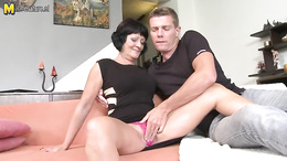 Sexy mom found herself a hot gentleman who will fuck that pussy