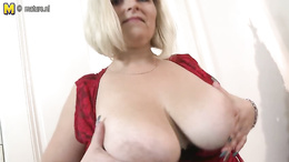 Chubby mature wife presents her assets in a flaming webcam solo show