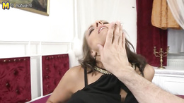 Sleazy good looking milf blowing that massive stiff wang brilliantly