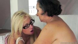 Smoking hot blonde Kiara Lord sits her face on grandmas lips