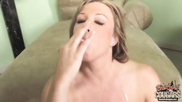 Zoey Andrews horny cougar waiting for the hot cum