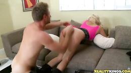 Sumptuous milf spreads her lips round a stiff prick