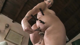 Nasty Kelly Divine pinches her fat ass with pegs