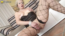 Pov showing of sexy mature masturbation porno with big dildo