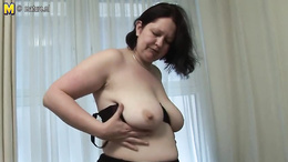 Do not miss out on this mature BBW model who loves to finger her clit