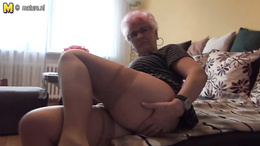 Granny in need of a shag decides to please herself in a spicy solo