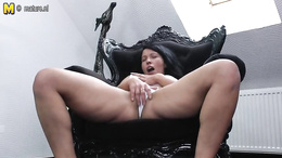 Thick thighs milf enjoys fingering her twat before a wild toying