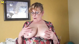 BBW granny get out her boobs ans strips down her panties to masturbate