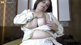 BBW babe gets out her huge boobs and fucks her fat pussy with a toy