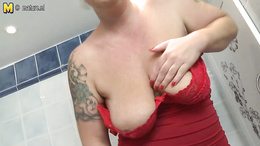 Home alone wife starts enjoying the pussy and tits in the warm shower