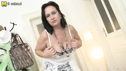 Big ass woman loves fingering the pussy and rubbing the big tits