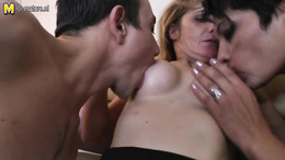 Man is lucky enough to fuck both mommy and her daughter in live threesome