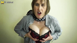 Spicy mommy with big saggy tits whips them out for the camera
