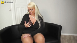 Voluptuous blonde seductress flaunting her assets as she masturbates