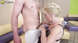 Granny sucks hard yong dick in anticipation of kinky porno fuck