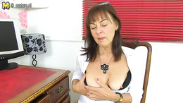 Hot mature amature show off her juicy pussy at her desk and plays