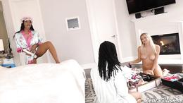 Stunning lesbian threesome along Jenna Foxx, Kira Noir and Natalia Starr