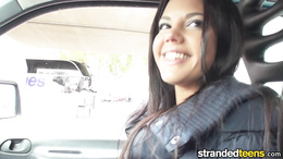 Foxy amteur gets picked up, flashes her titties and blows in the car
