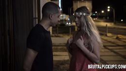 Blonde sex goddess enjoys a worthwhile hardcore outdoor action