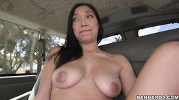 Charming babe Vivianna Mulino performing a cock rodeo in a car