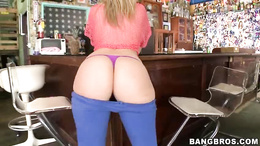 Sizzling Alexis Texas shows off her massive butt cheeks