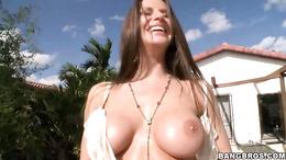 Sizzling Rachel Roxx shows off her massive knockers