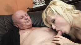 Kitty Rich getted pounded by an old man