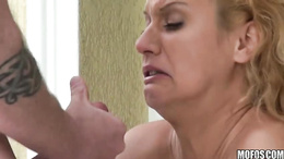 Slutty blonde bombshell gets creamy happy ending all over her face